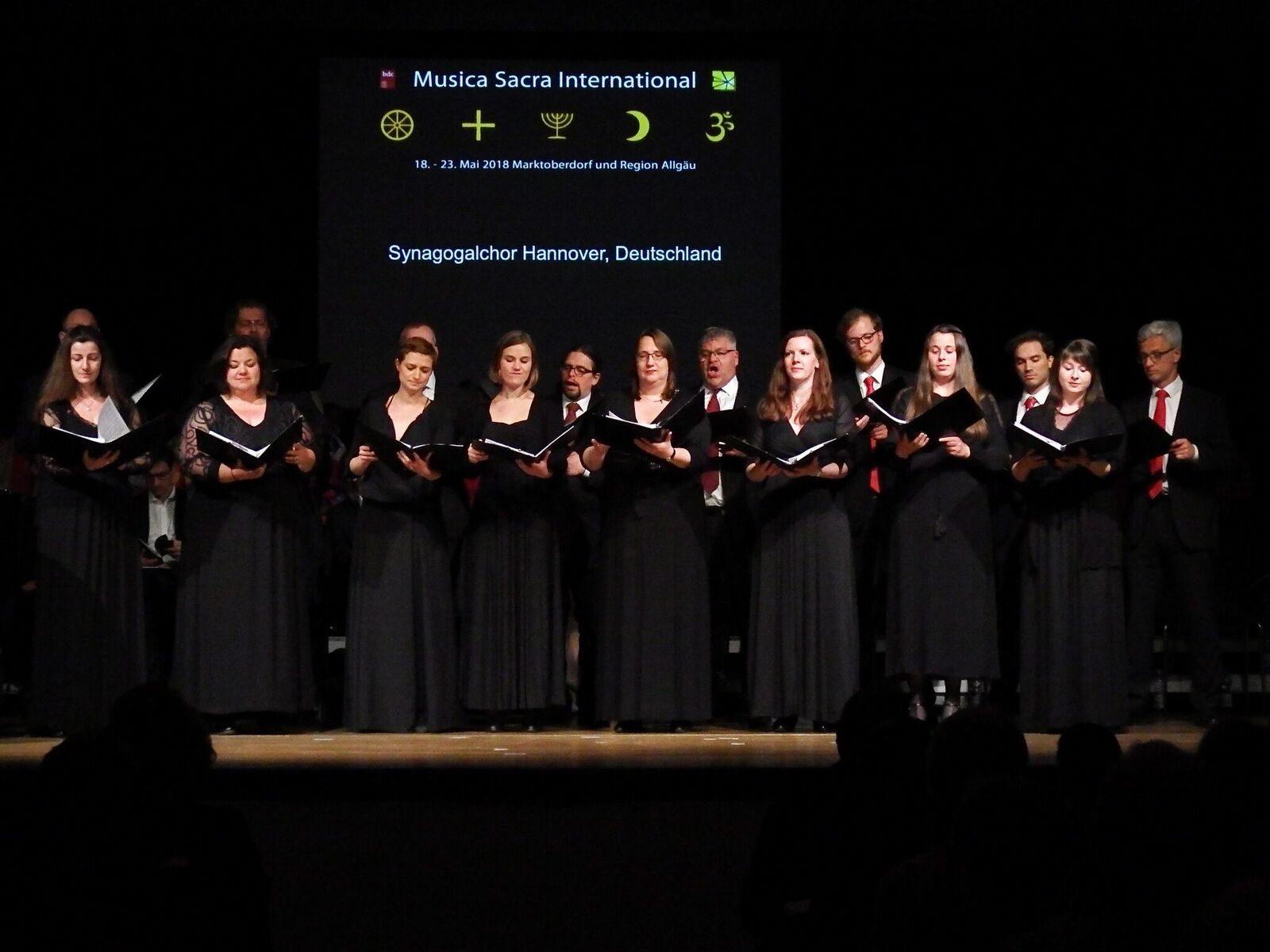 Der Synagogalchor Hannover live 2018 im Großen Saal der Bayerischen Musikakademie Marktoberdorf.